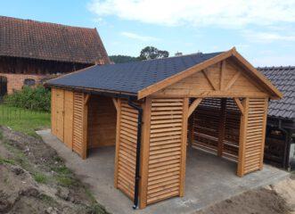 altana na dwuspadowym dachu z domkiem